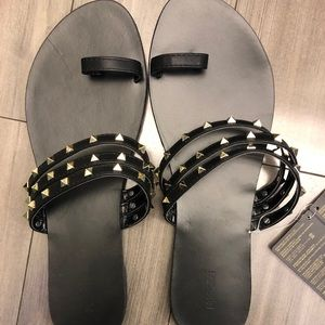 Brand new - Studded sandals with toe ring -sz 9